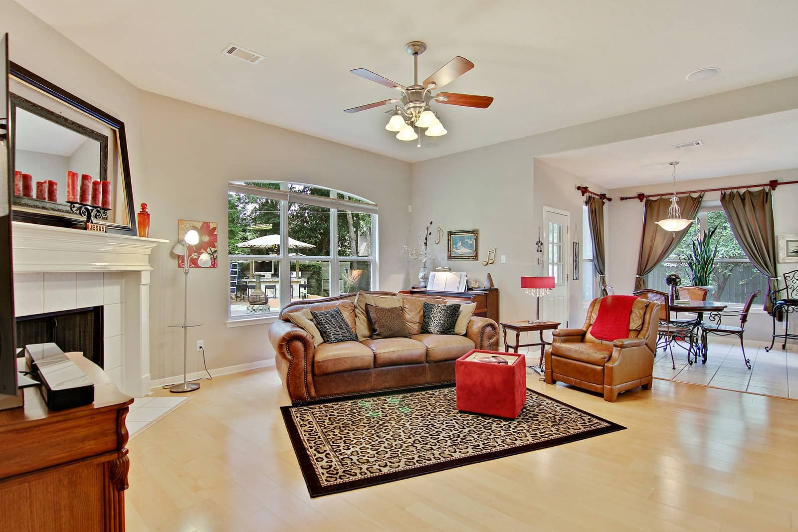 Real Estate Photographers in Conroe - TX - Living Area View