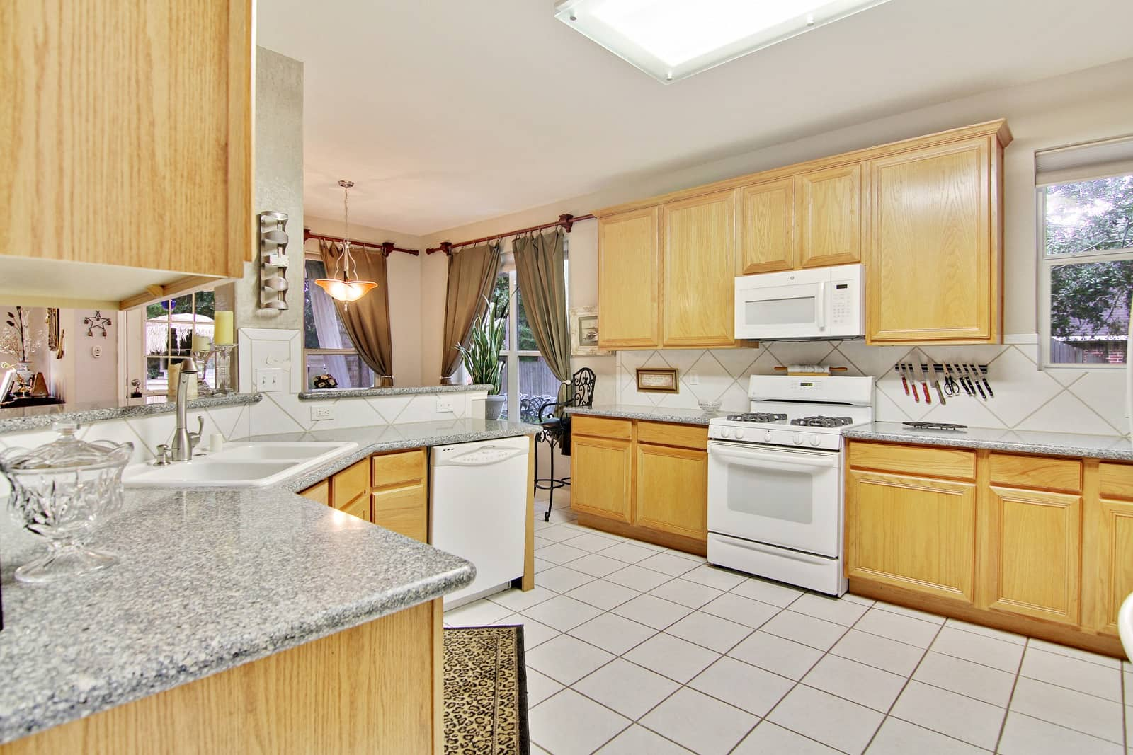 Real Estate Photographers in Conroe - TX - Kitchen View