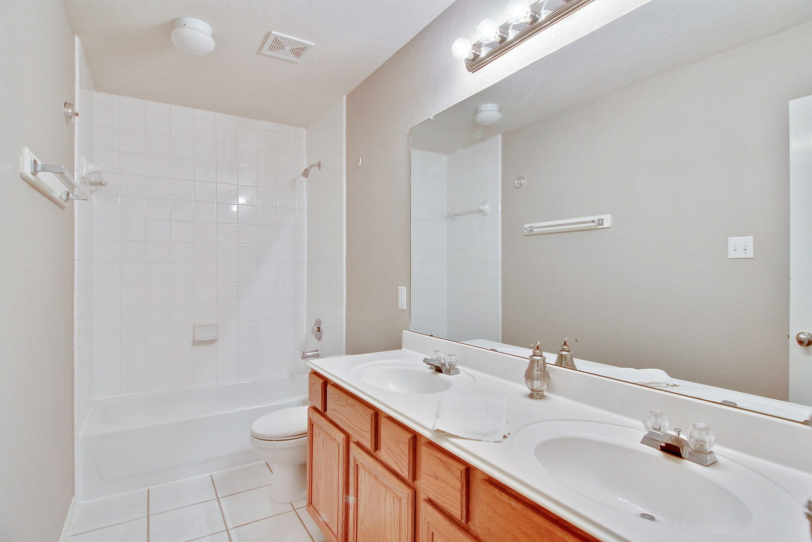 Real Estate Photographers in Conroe - TX - Bath View