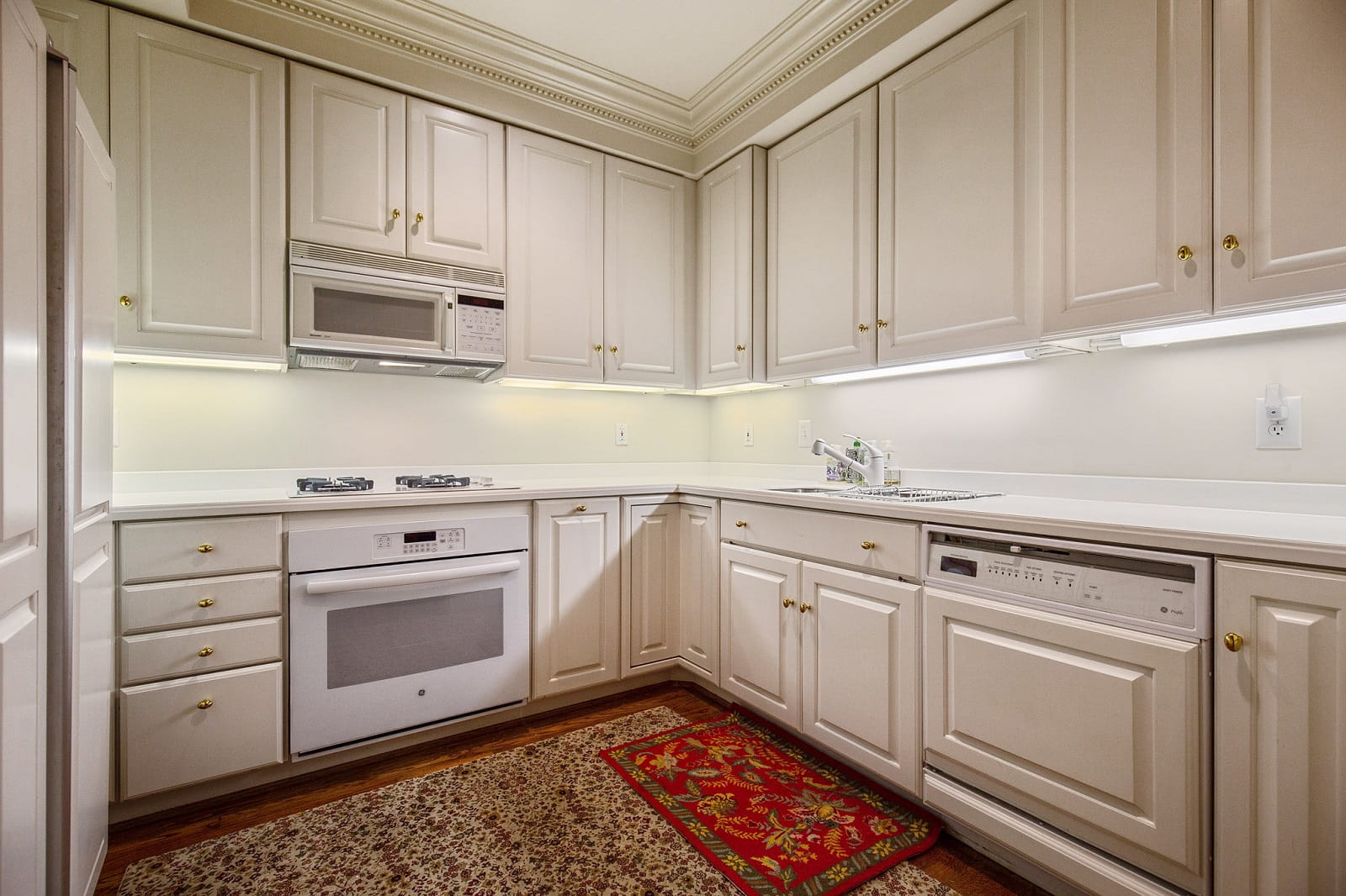 Real Estate Photographers in Alexandria - Kitchen View