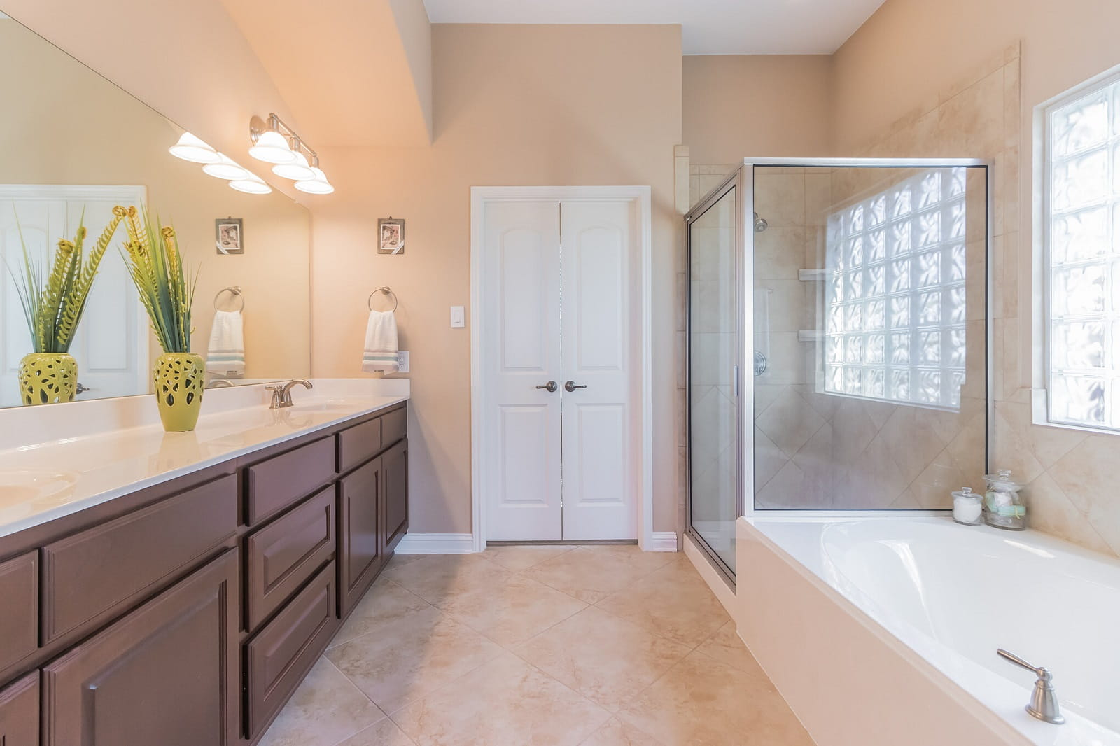 Real Estate Photography in Round Rock - TX - Bath View