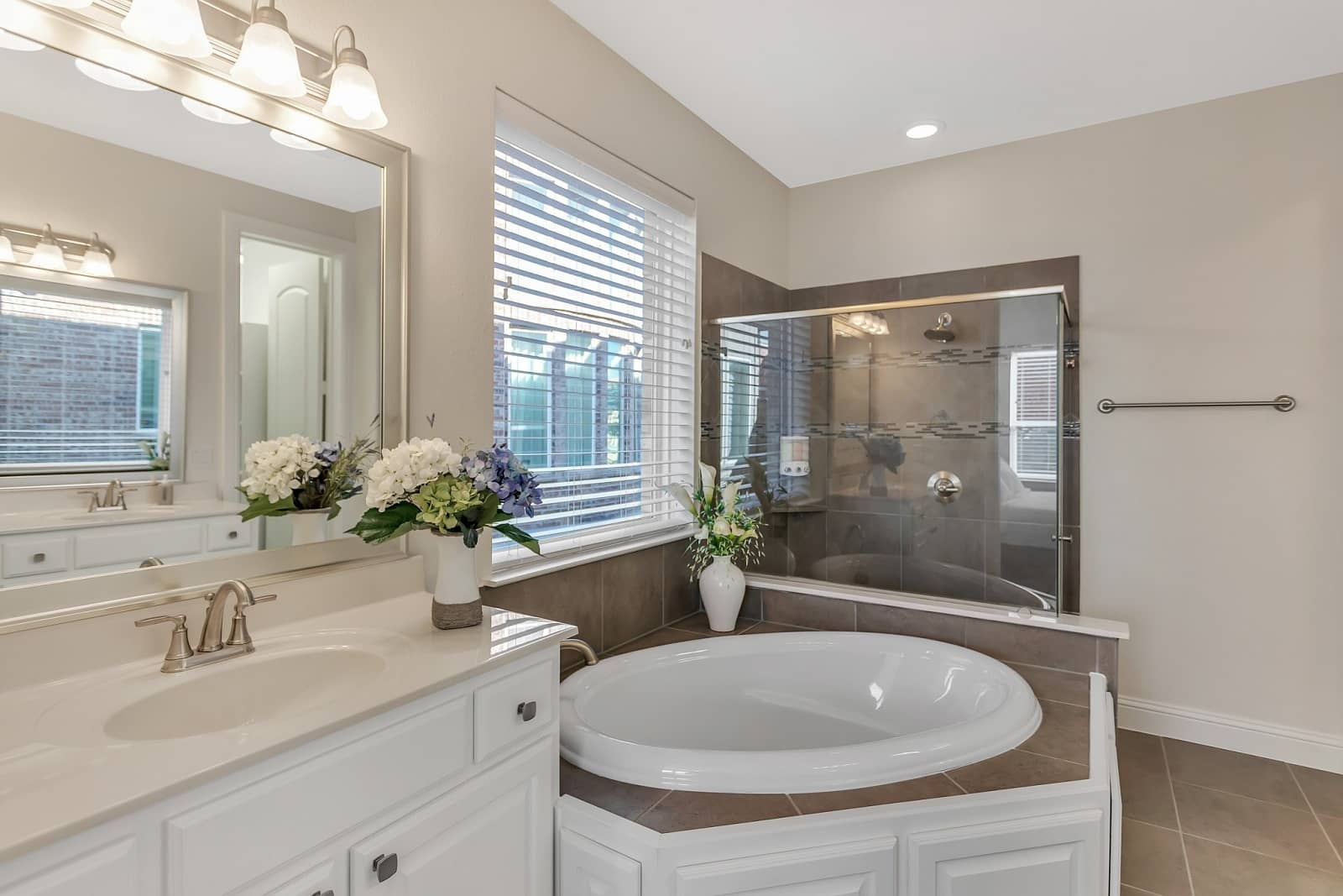 Real Estate Photography in Irving - TX - Bath View