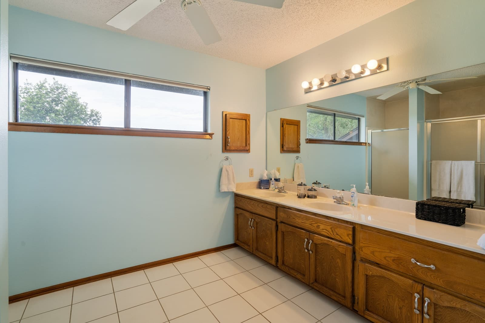 Real Estate Photography in Seguin - TX - Bath View