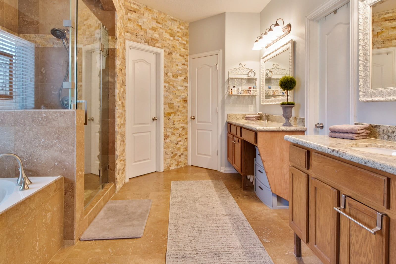 Real Estate Photographers in The Woodlands - TX - Bath View