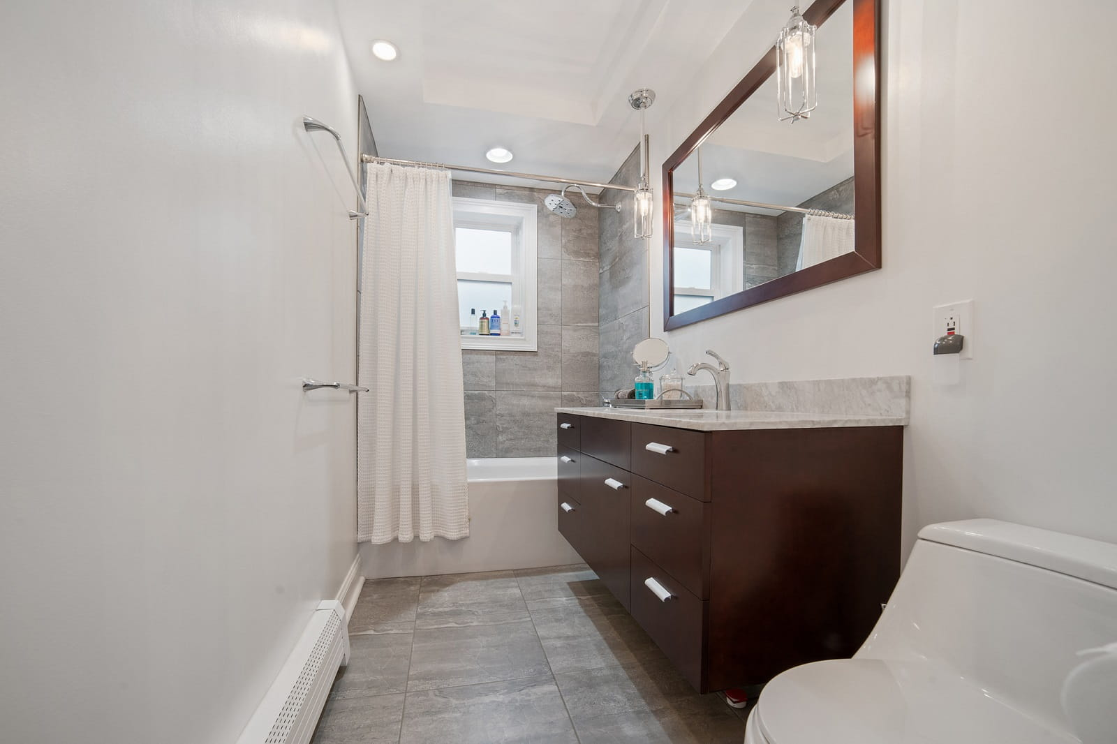 Real Estate Photography in Bronx - New York - USA - Bathroom View