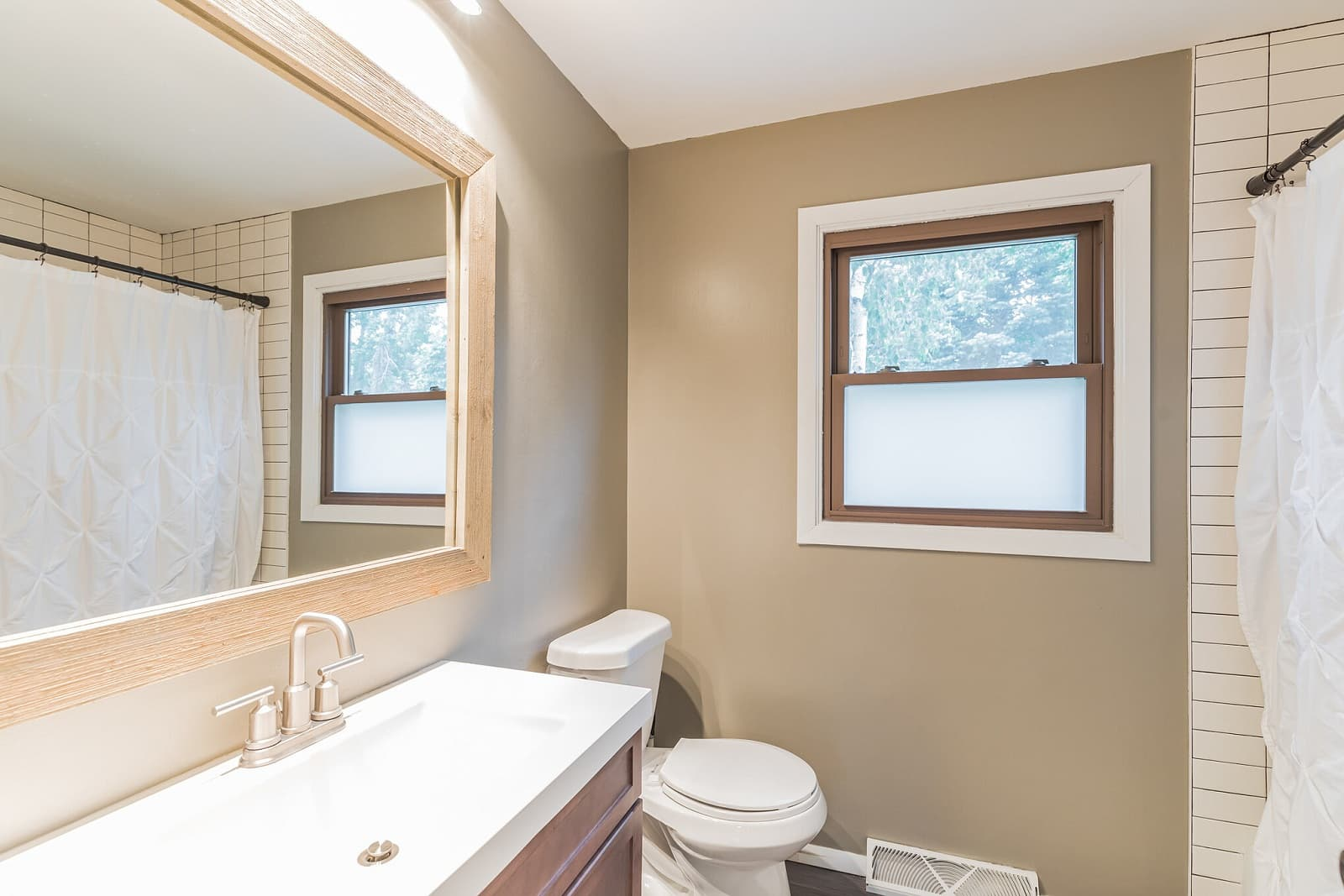 Real Estate Photography in Minneapolis - MN - Bathroom View