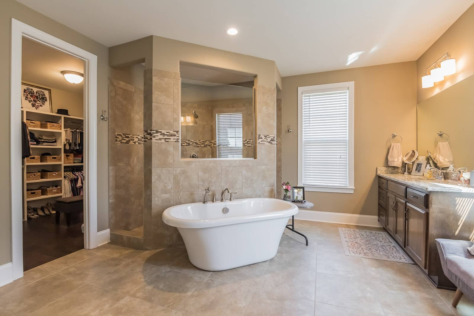 Real Estate Photography in Hendersonville - TN - USA - Bathroom View