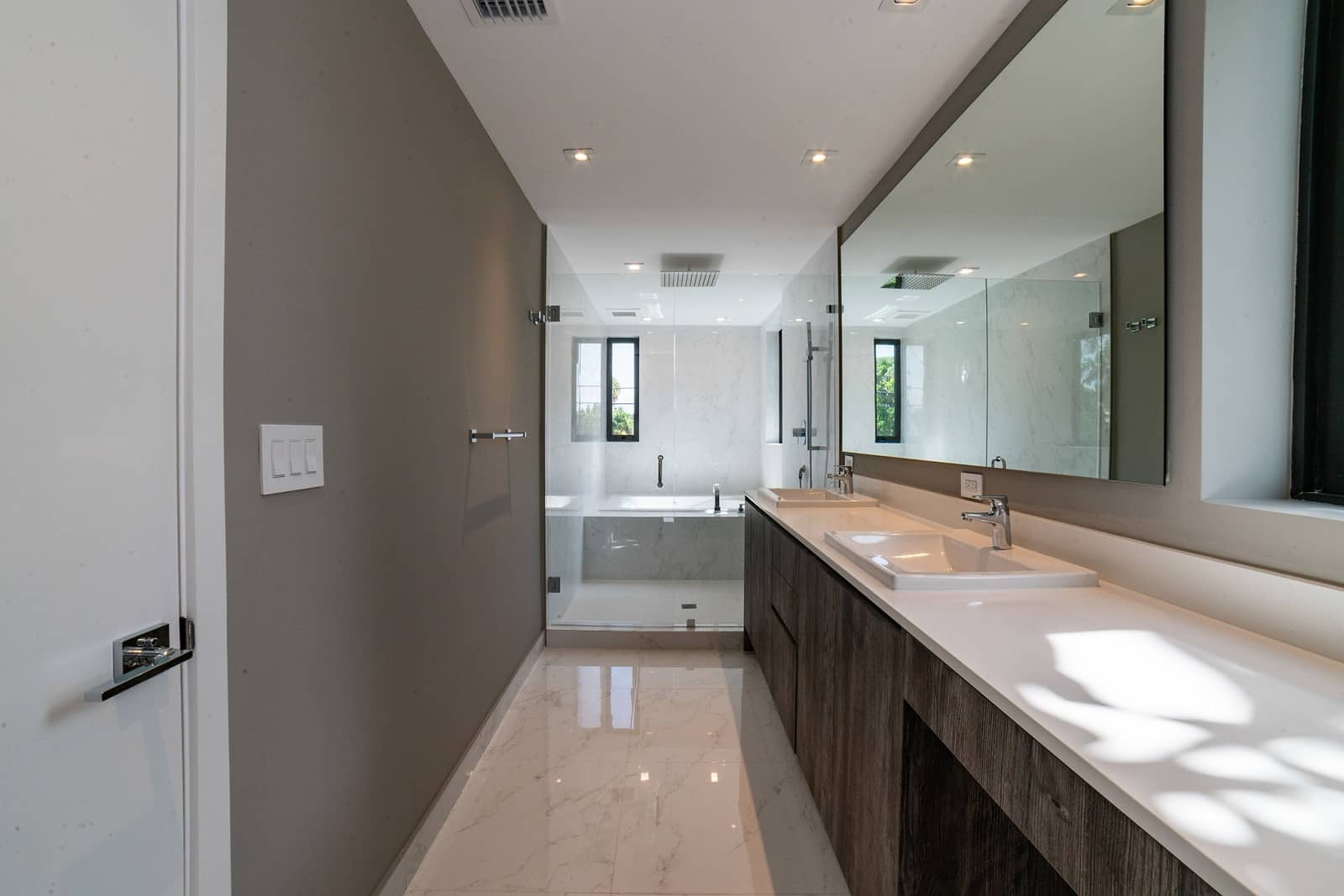 Real Estate Photography in Hollywood - FL - USA - Bathroom View