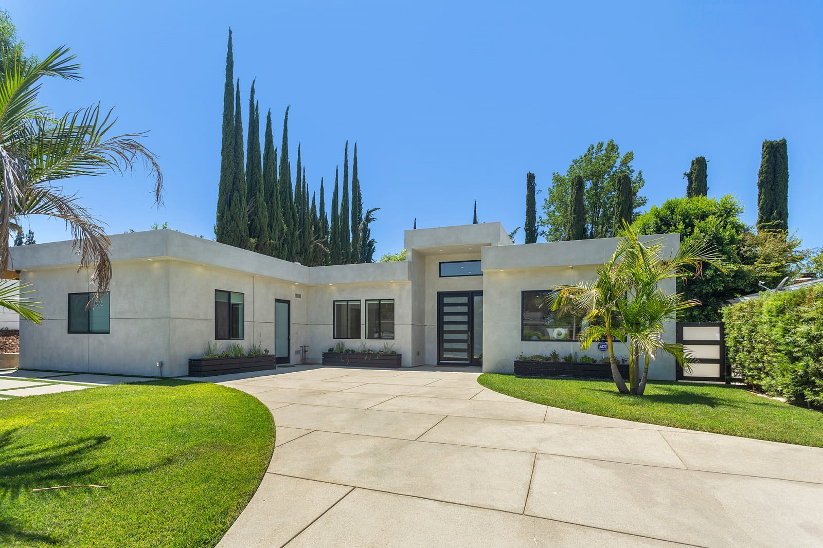 Real Estate Photography in Calabasas - CA - USA - Front View