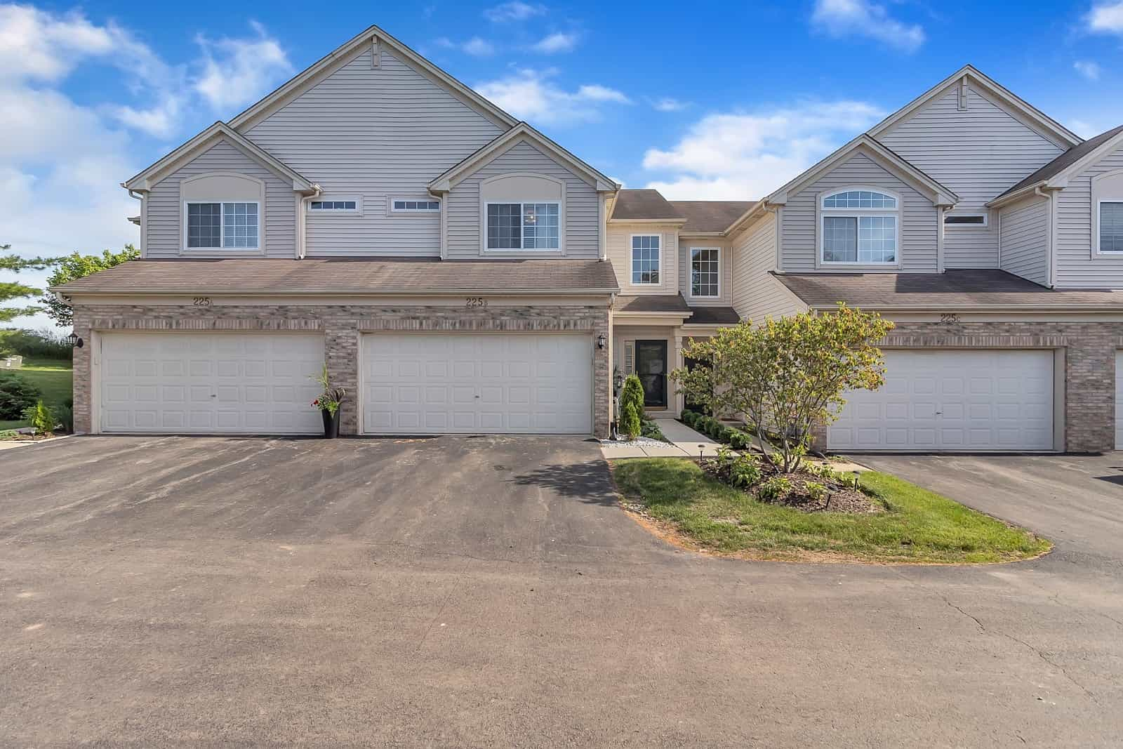 Real Estate Photography in Elgin - IL - USA - Front View
