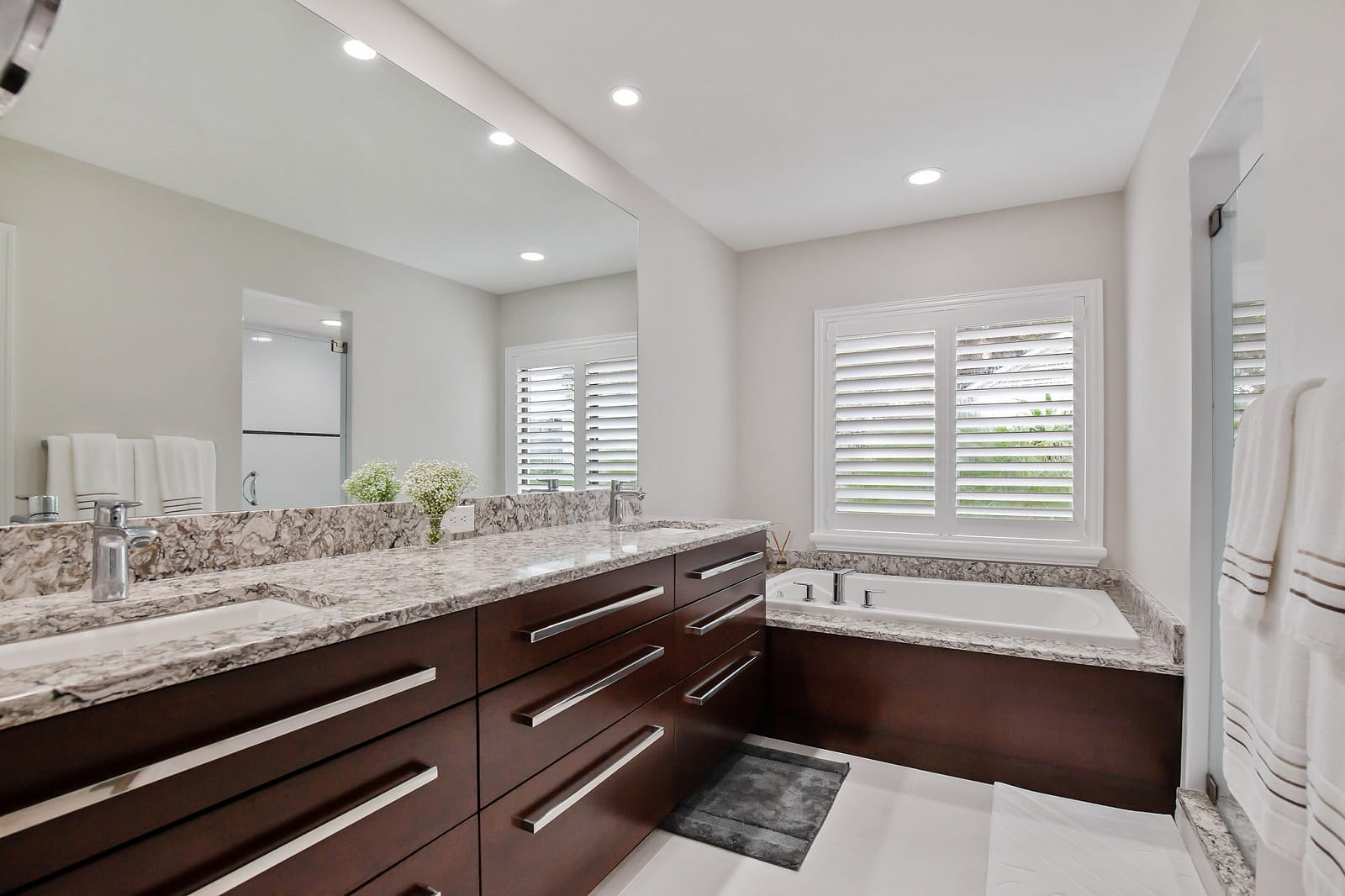 Real Estate Photography in Tampa - FL - USA - Bathroom View