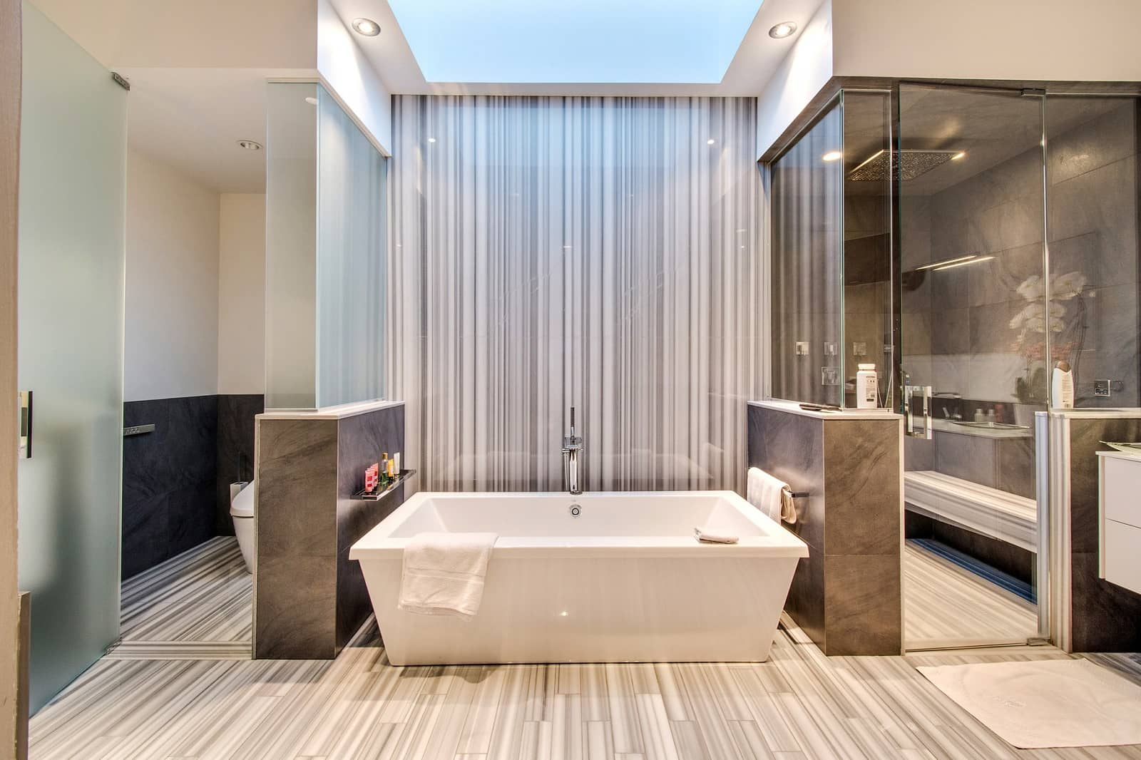 Real Estate Photography in Chicago - IL - USA - Bathroom View
