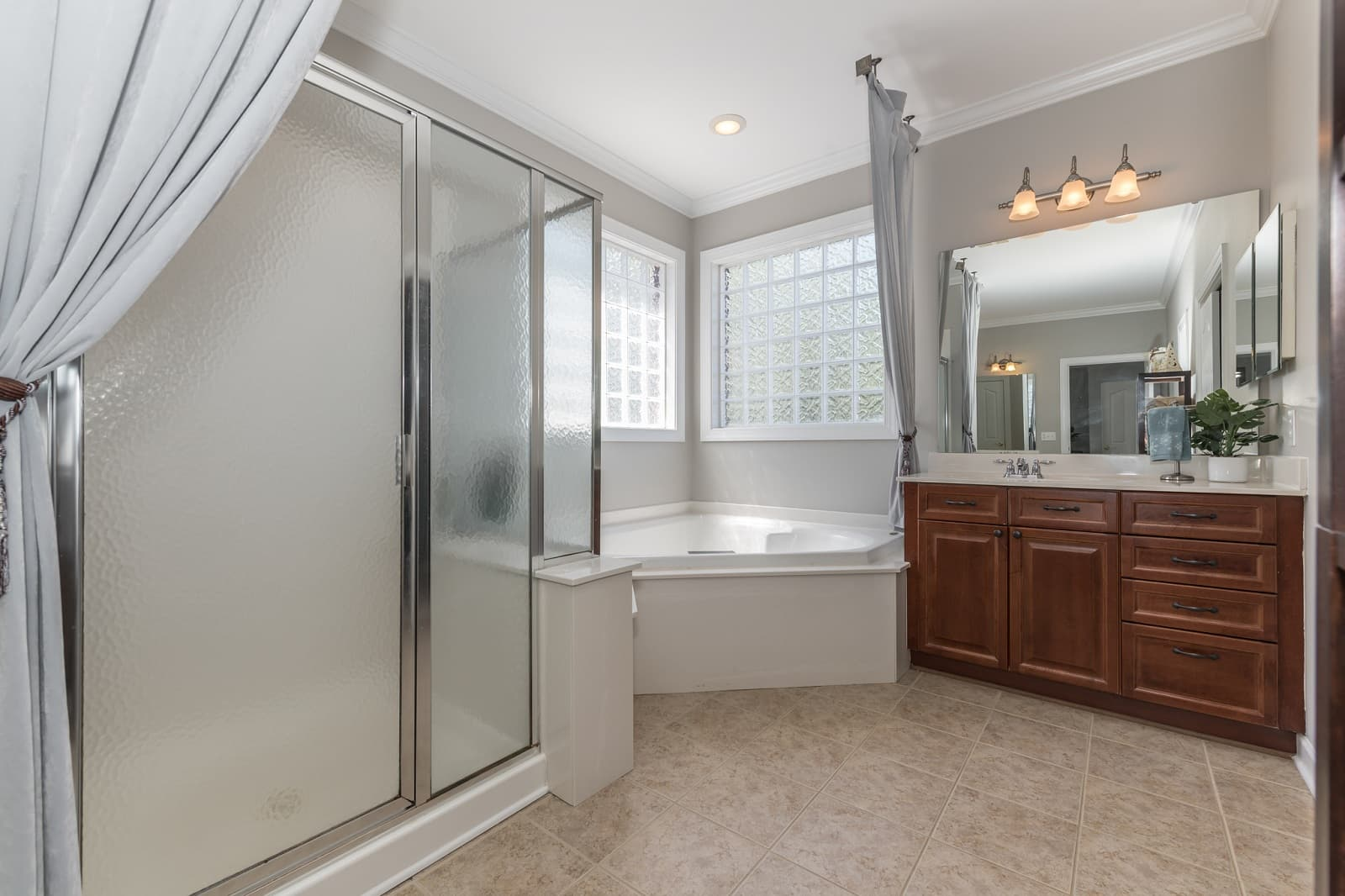 Real Estate Photography in Matthews - NC - USA - Bathroom View