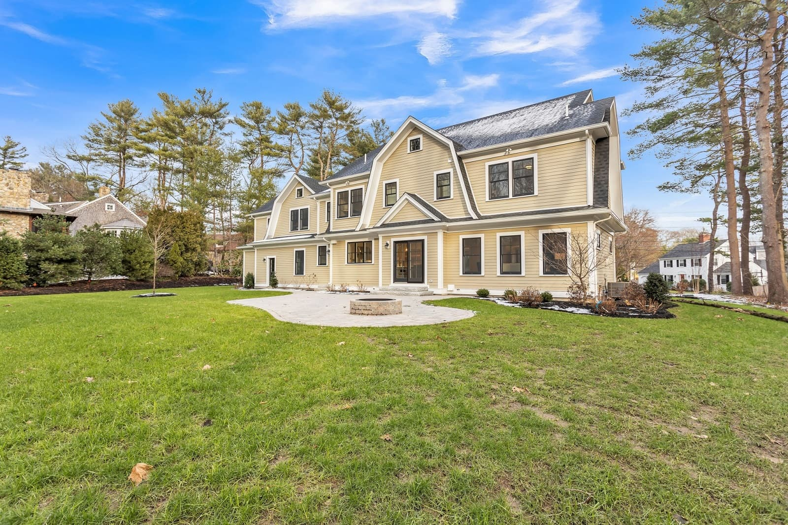 Real Estate Photography i Newton - MA - USA - Front View