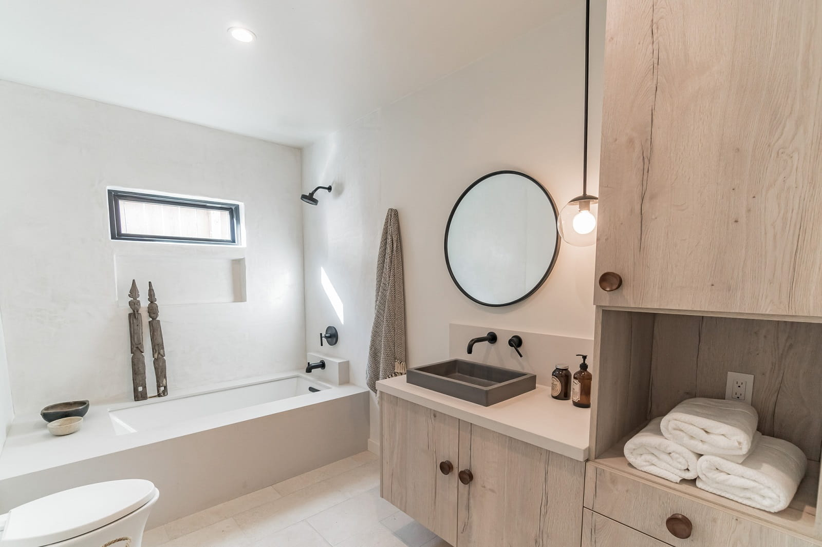 Real Estate Photography in Los Angeles - CA - USA - Bathroom View